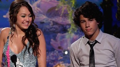 Photo of Miley Cyrus Relives Young Love With 'Nick Jonas'